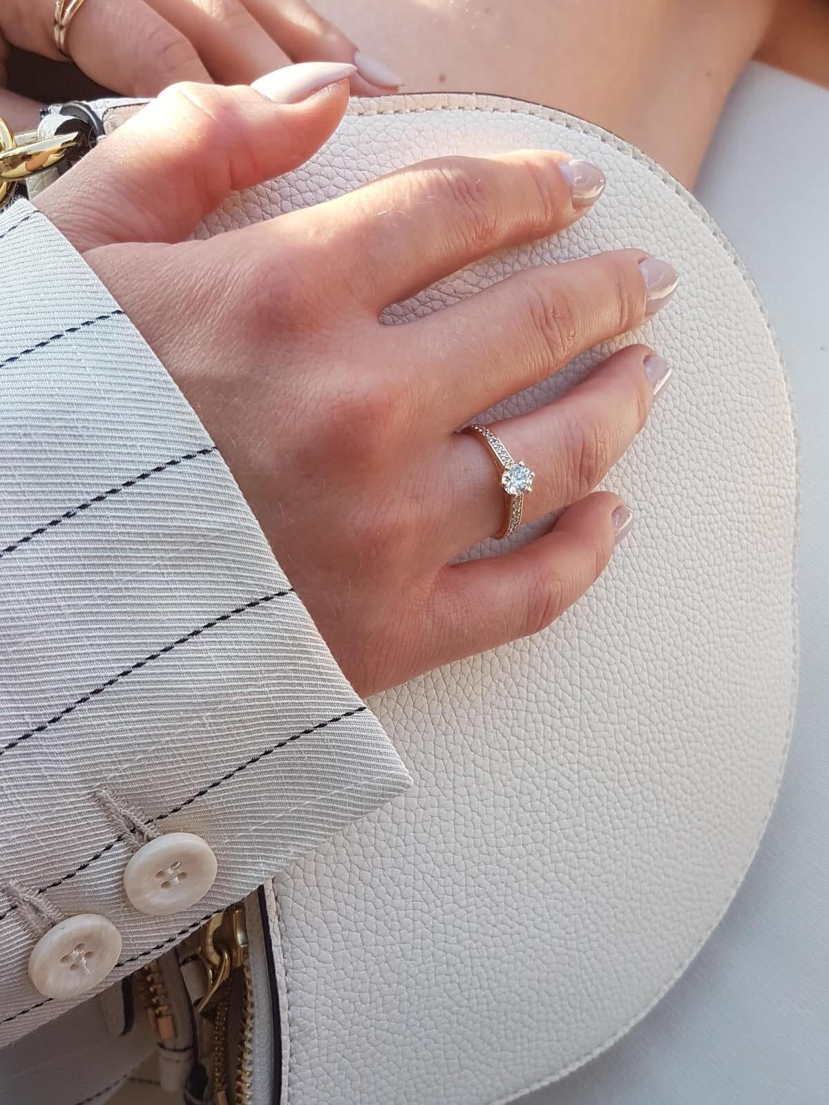 diamantringe-an-hand-21diamonds