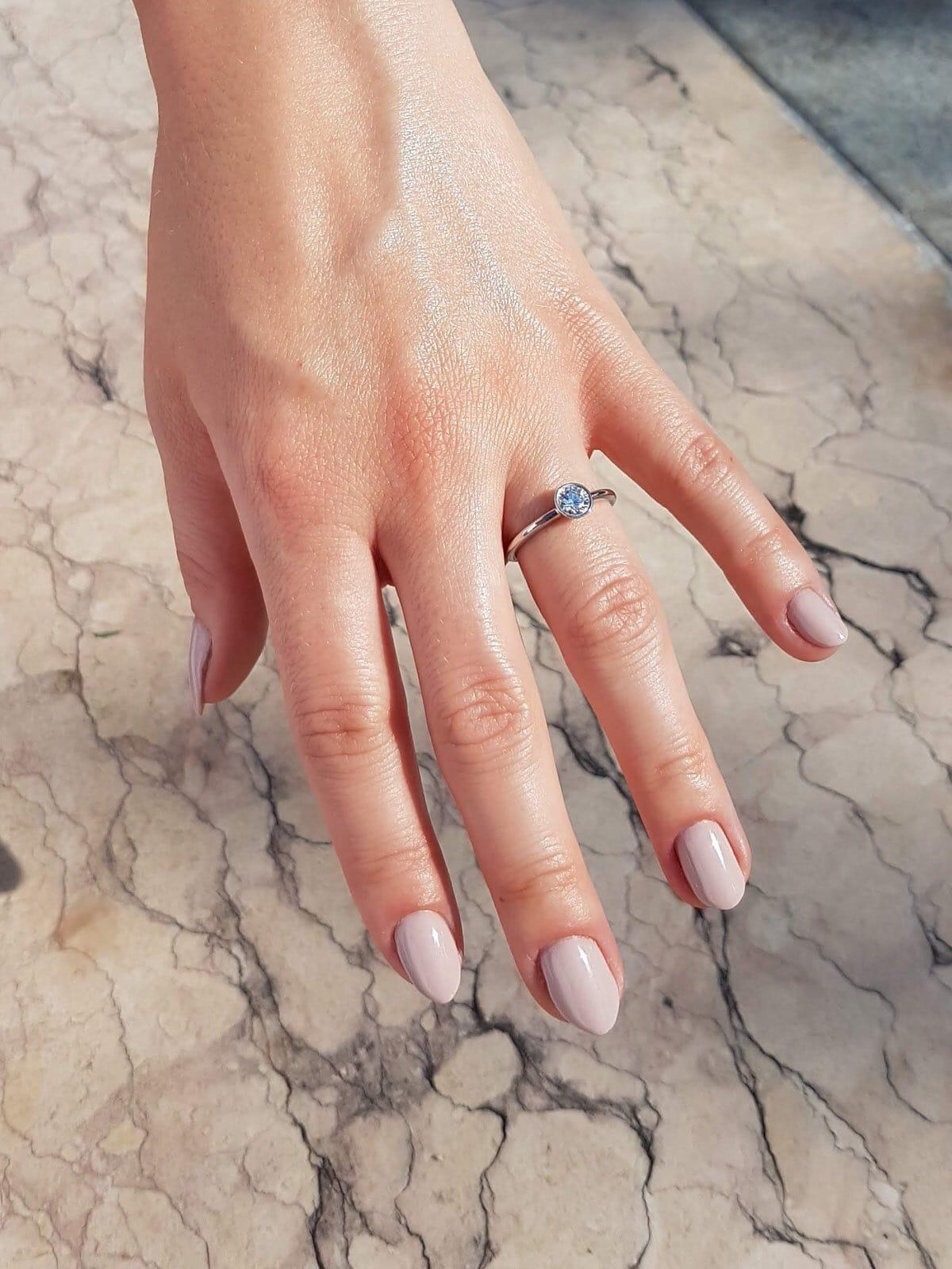 solitairring-zargenfassung-hand-21diamonds