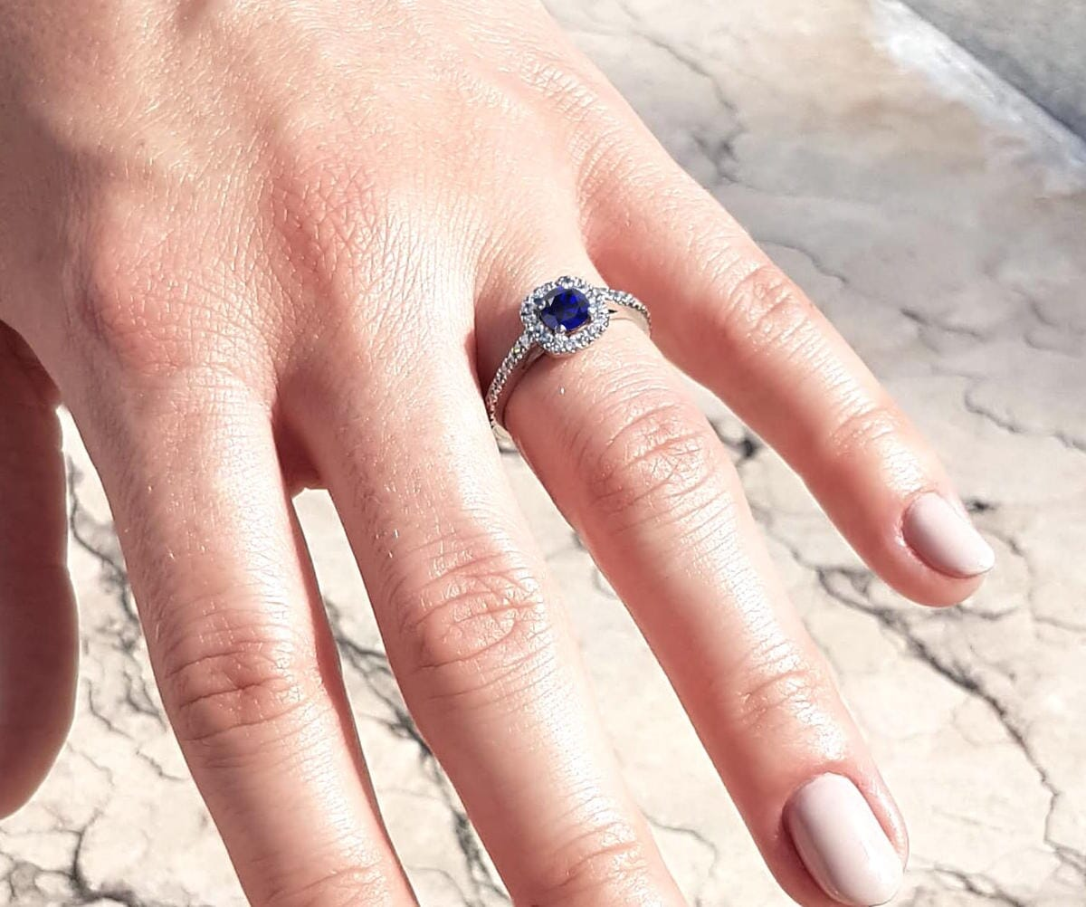 verlobungsring-blauer-saphir-21diamonds