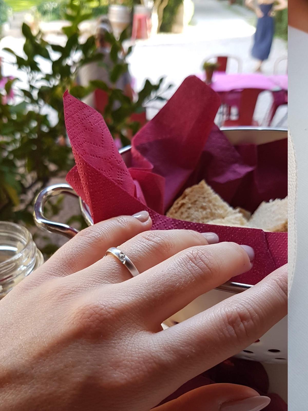 verlobungsring-diamant-hand-21diamonds